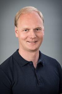 Dr. Bence Babicsák - Facharzt für Zahn-, Mund- und Kieferheilkunde